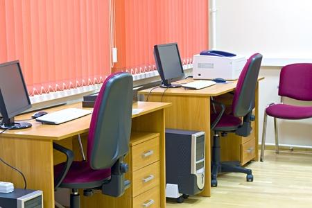 kantoor interieur met twee banen voor de werknemers Stockfoto