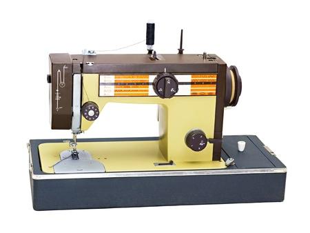 draagbare naaimachine op een witte achtergrond