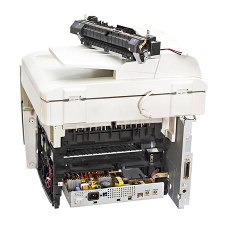 깨진 레이저 프린터 흰색 배경에 고립