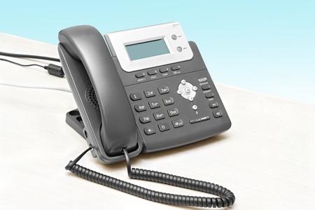 IP-telefoon met een display tafel in het geïsoleerde