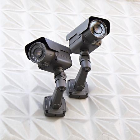 bewakingscamera op een muur van het gebouw Stockfoto