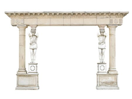 Antico arco in pietra con atlanti sotto forma di colonne isolate su sfondo bianco