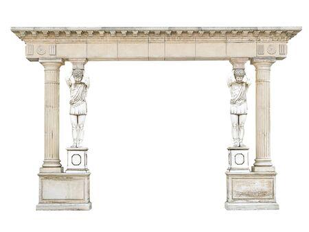 Voûte en pierre antique avec des atlantes sous forme de colonnes d'isolement sur le fond blanc