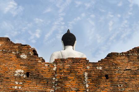spirituell: back Buddha in clear sky