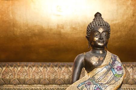 spirituell: Sit Gold buddha