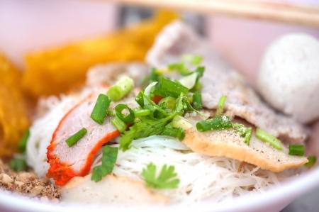 Taz�n de fideos chinos de cerdo rojo tradicional no sopa Foto de archivo