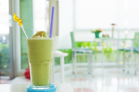 raw tea: Green tea smoothie in relax room .