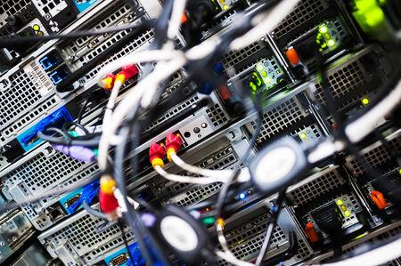 Cable del concentrador de red lan Close Up. Foto de archivo