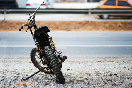 motorcross: Una motocicleta MOTORCROSS paso del tiempo viejo.