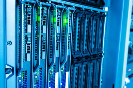 Netzwerk-Server in Datenraum. Standard-Bild - 39238556