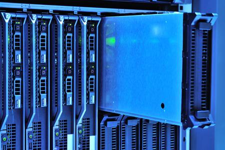 Ein Netzwerk-Server in Datenraum. Standard-Bild - 40826396