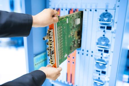 Fix Netzwerk-Switch in Rechenzentrumsraum. Standard-Bild - 41675301