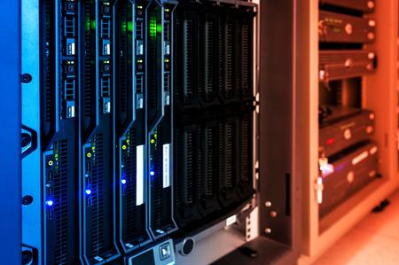 Ein Netzwerk-Server in Datenraum. Standard-Bild - 46804525