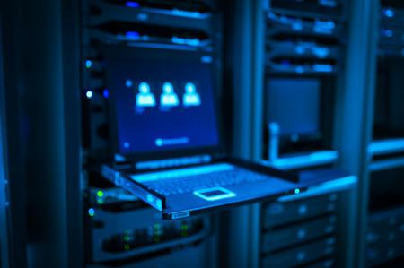 Ein Netzwerk-Server in Datenraum. Standard-Bild - 50198002