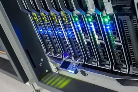 Netzwerk-Server in Datenraum Wohnraum. Standard-Bild - 66261376