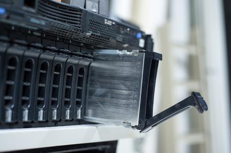 Netzwerkserver im Datenraum Wohnraum. Standard-Bild - 69843938