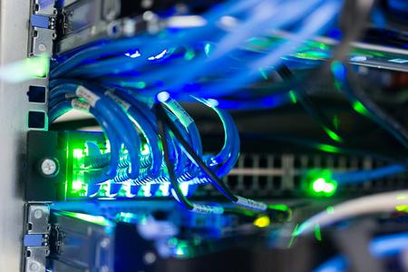 Netzwerk-Server in Datenraum Wohnraum. Standard-Bild - 76238220