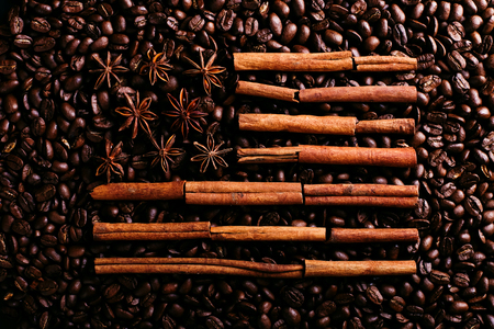 Coffee beans and star anise and cinnamon in the shape of the American flag. Fragrant spices for coffee drink, close-up, concept americano. Stok Fotoğraf