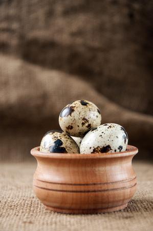 huevos codorniz: huevos de codorniz - alimento útil y nutritivo Foto de archivo