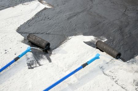 tar felt: roller brush, tool for� waterproofing