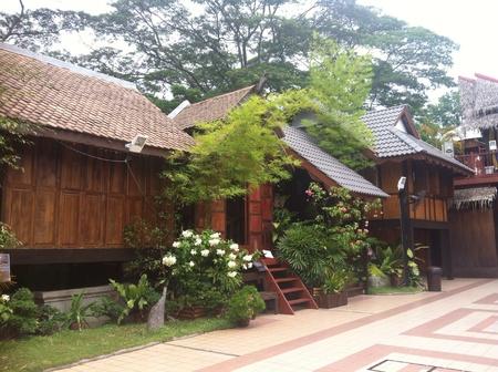 malay village: Antigua casa de pueblo malayo construido a partir de madera Foto de archivo