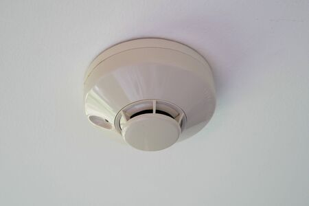 New Smoke Detector at a Ceiling Stockfoto