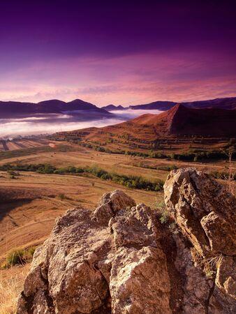 Sch�ne Berglandschaft im Sonnenaufgang Lizenzfreie Bilder