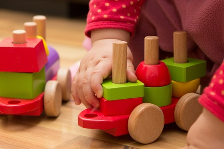 Baby hand playing with wooden toys Zdjęcie Seryjne