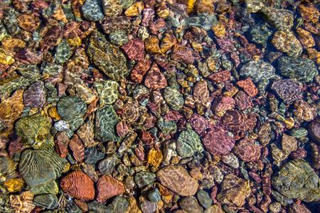 추상적 인 배경 질감 - 크릭 s 돌에 반영 스톡 콘텐츠