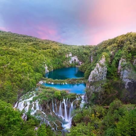 플리트 비체 호수 국립 공원에서 크로아티아 아름다운 일몰보기