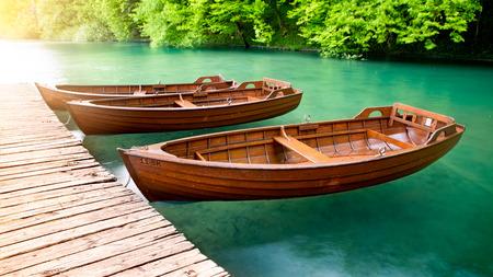 나무 보트, 크로아티아 플리트 비체 호수 스톡 콘텐츠