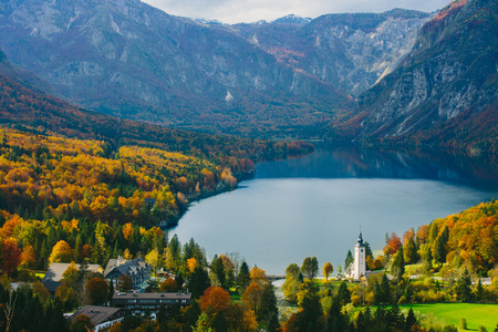 Breathtaking view of the famous Bohinj lake from above. Beautiful view ot the Triglav mountains, Triglav national park, and the church of St John the Baptist,.Slovenia, Europe Banco de Imagens