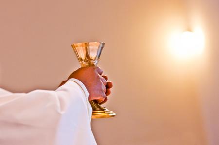 De wijding van het lichaam en bloed van Christus in de christelijke liturgie Stockfoto