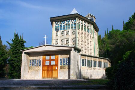 rare example of a church made of reinforced concrete with prefabricated pieces and united in the pipeline