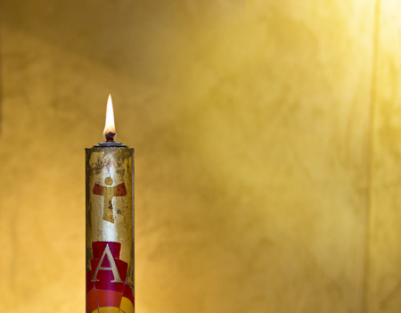 paschal candle with its light comes from the Holy Spirit and always accompanies the body of Christ Standard-Bild