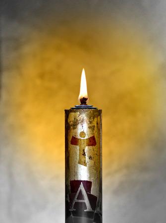 그것의 빛을 가진 유월절 촛불은 성령으로부터 나오며 항상 그리스도의 몸을 동반합니다. 스톡 콘텐츠