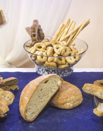 deletions and colorful appetizers and snacks for your party or for your lunch:.bread, focaccia and breadsticks Banque d'images