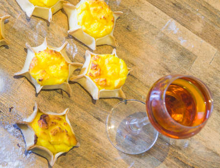 sweet wine with star-shaped sweets with shortcrust pastry, ricotta and cream