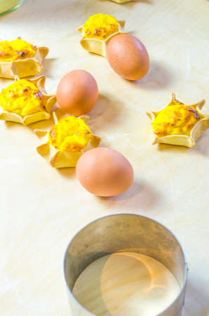 star-shaped cakes made with fresh eggs, shortcrust pastry, ricotta and cream