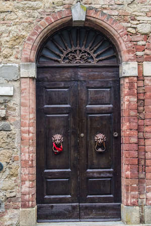 ancient wooden and glass doors of medieval historic buildings of europe, the history and culture of the city Archivio Fotografico