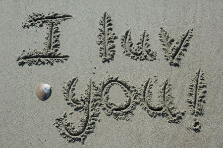 Sand Writing - I Luv You! With Shell Accent