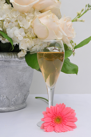 Still life arrangement of wine and flowers Imagens