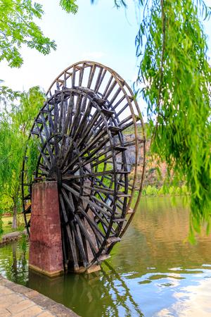 Ancient water wheel no longer in use, Yunnan province, China 版權商用圖片