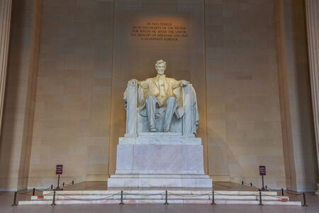 lincoln memorial: Marble statue of Abraham Lincoln sitting in Lincoln Memorial, Washington DC.