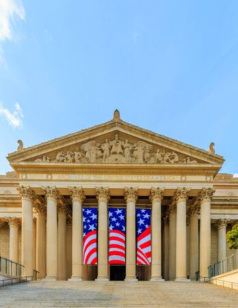 Front view of the National Archives building in Washington DC. Publikacyjne