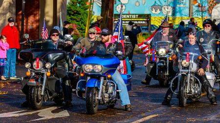 veteran: Portland, Oregon, USA - November 11, 2015: Veterans march in the annual Ross Hollywood Chapel Veterans Day Parade, in northeast Portland. Editorial