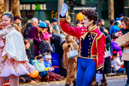 nut cracker: Portland, Oregon, USA - November 27, 2015: Costumed characters from the Nut Cracker show march in the annual My Macys holiday Parade across Portland Downtown. Editorial