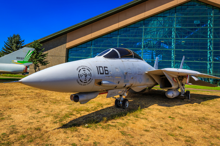 McMinnville, Oregon - August 21, 2017: US Navy Grumman F-14D Super Tomcat on exhibition at Evergreen Aviation & Space Museum. Banque d'images - 105562690
