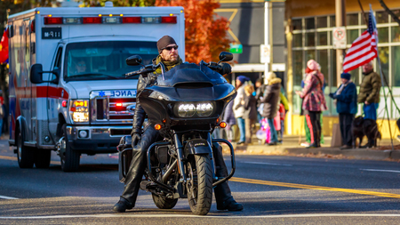 Portland, Oregon, USA - November 12, 2018: Combat Veteran Motorcycle Association in the annual Ross Hollywood Chapel Veterans Day Parade, in northeast Portland. 新聞圖片