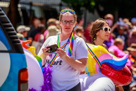 Portland, Oregon, USA - 16 juin 2019 : groupe diversifié de personnes à Portland's Pride Parade 2019. Éditoriale